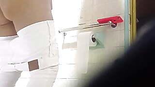 toilet upskirt